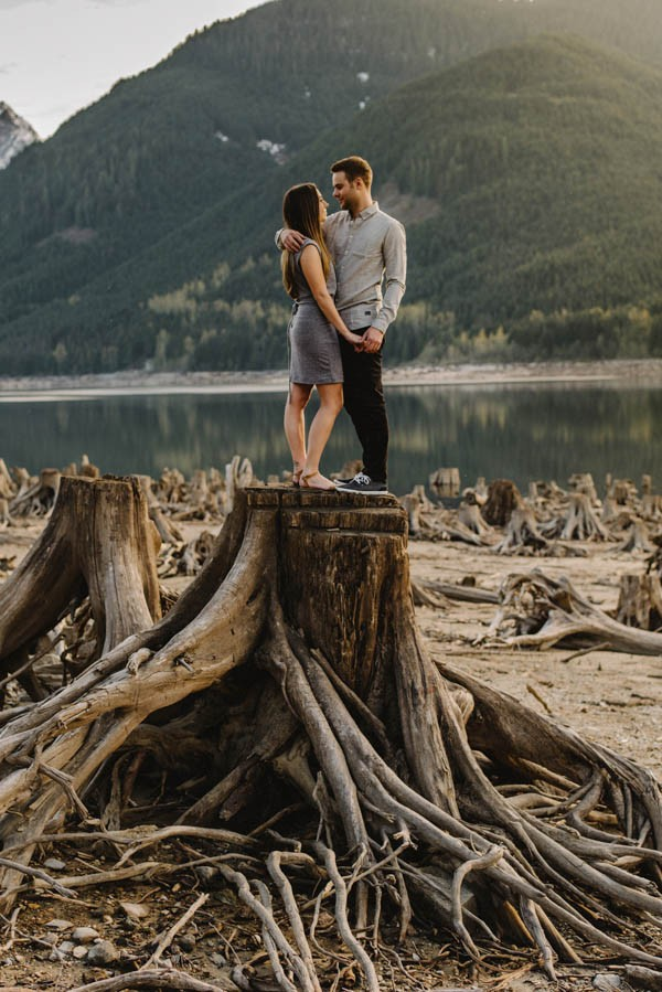 the-views-are-unreal-in-this-breathtaking-bridal-veil-falls-engagement-shoot-21