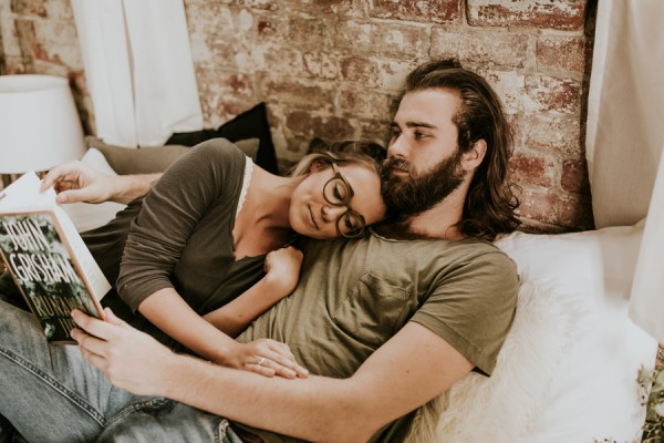 this-couples-pillow-fight-photo-shoot-is-fun-flirty-and-full-of-feathers-12