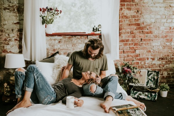 this-couples-pillow-fight-photo-shoot-is-fun-flirty-and-full-of-feathers-17