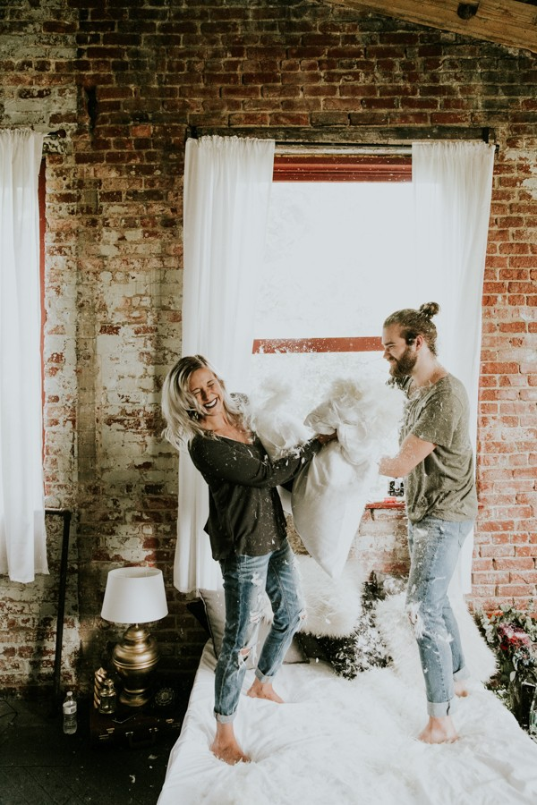 this-couples-pillow-fight-photo-shoot-is-fun-flirty-and-full-of-feathers-28
