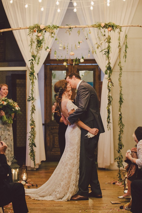 this-dreamy-wedding-at-the-metropolitan-building-is-filled-with-romantic-eye-candy-38