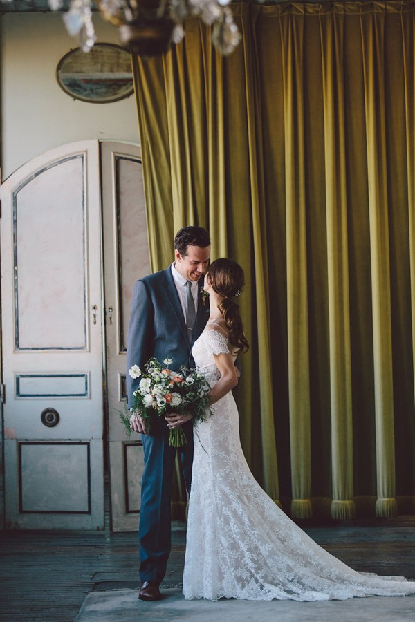 this-dreamy-wedding-at-the-metropolitan-building-is-filled-with-romantic-eye-candy-8