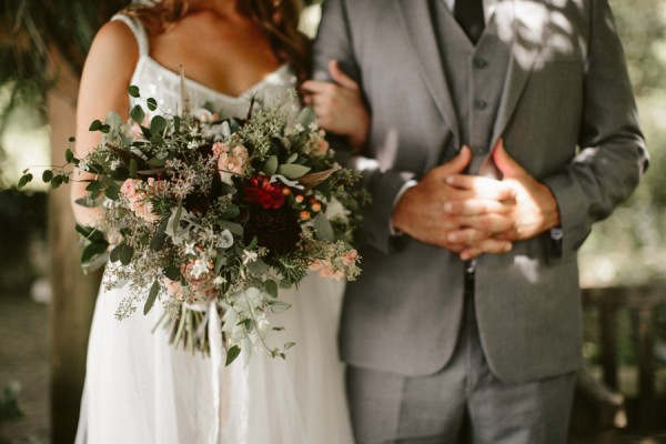 this-farm-wedding-in-kansas-city-has-the-perfect-touch-of-sparkle-11