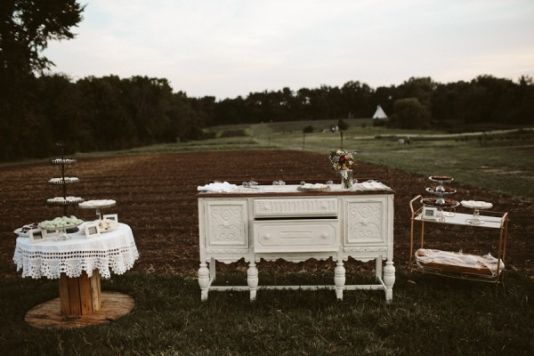 this-farm-wedding-in-kansas-city-has-the-perfect-touch-of-sparkle-21