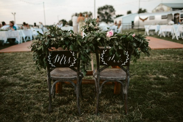 this-farm-wedding-in-kansas-city-has-the-perfect-touch-of-sparkle-22