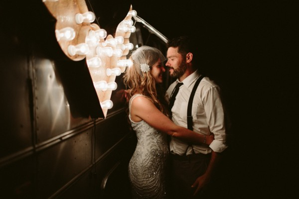 this-farm-wedding-in-kansas-city-has-the-perfect-touch-of-sparkle-35