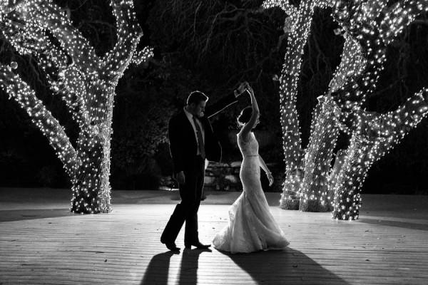 vintage-jewel-tone-austin-wedding-at-antebellum-oaks-19