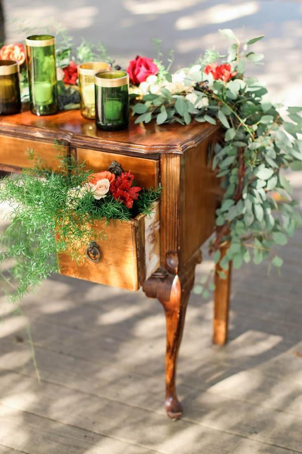 vintage-jewel-tone-austin-wedding-at-antebellum-oaks-3