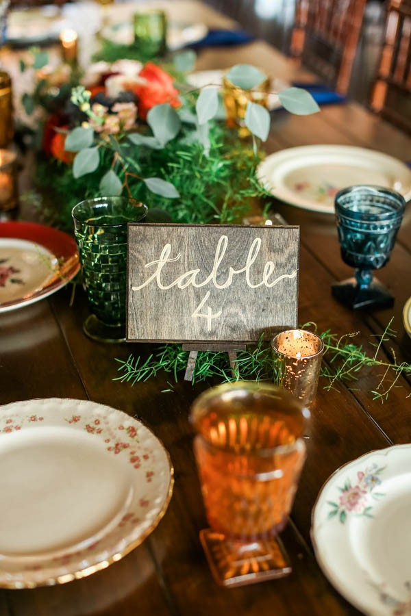 vintage-jewel-tone-austin-wedding-at-antebellum-oaks-5