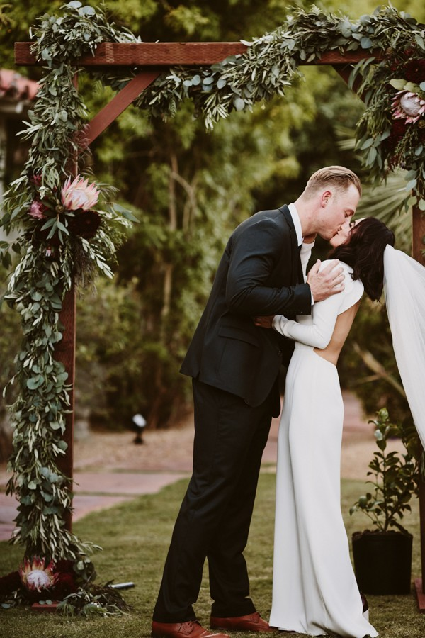 chic-palm-springs-destination-wedding-at-colony-palms-hotel-30