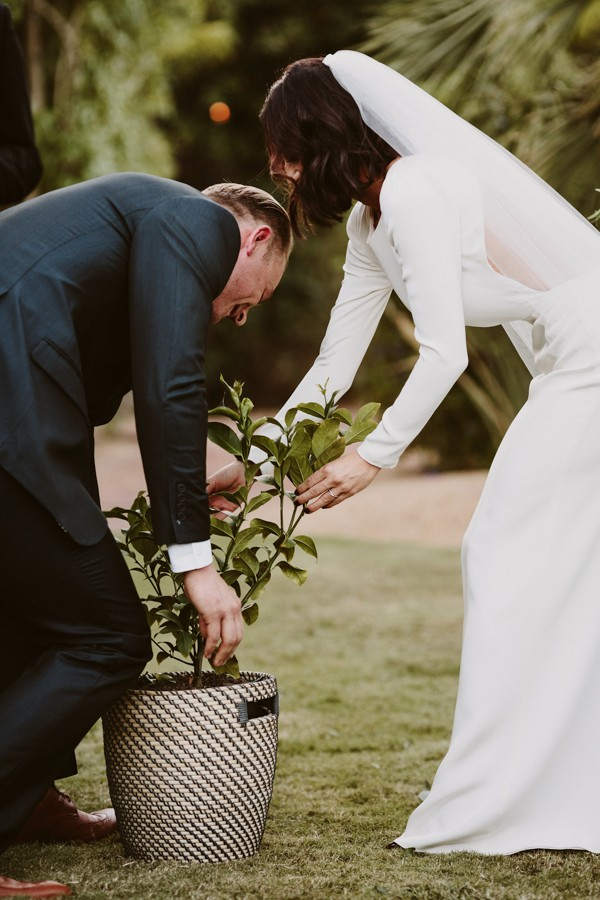 chic-palm-springs-destination-wedding-at-colony-palms-hotel-31