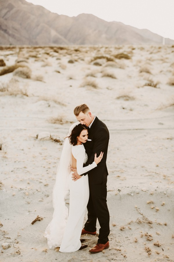 chic-palm-springs-destination-wedding-at-colony-palms-hotel-41