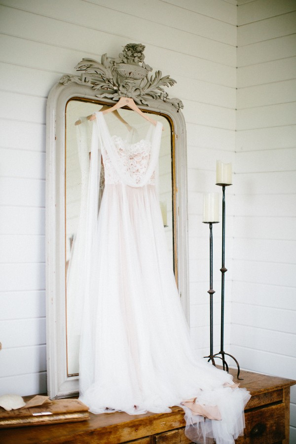 delicate-details-and-a-bhldn-gown-stole-our-hearts-in-this-bloomsbury-farm-wedding-3