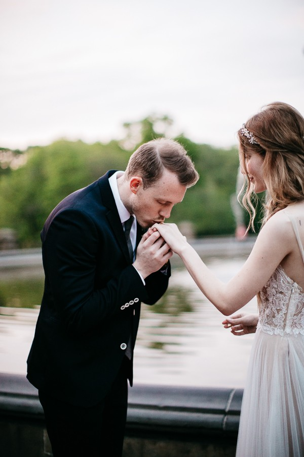 from-the-brooklyn-bridge-to-central-park-this-nyc-elopement-took-our-breath-away-22