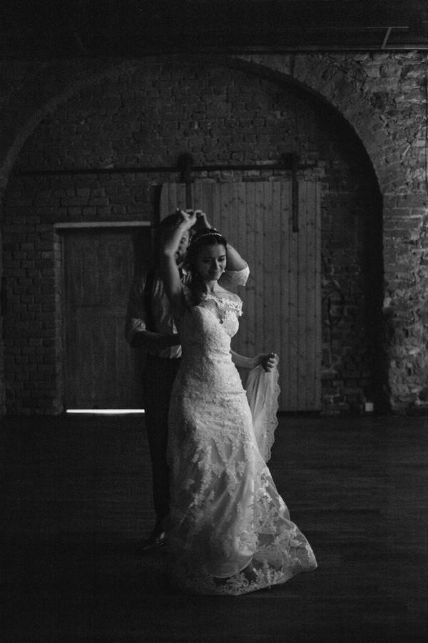 romantic-antique-german-wedding-at-kloster-nimbschen-30