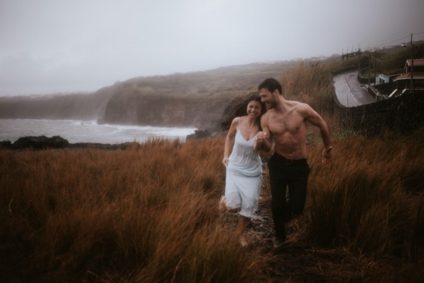 sensual-island-couple-portraits-in-portugal-12