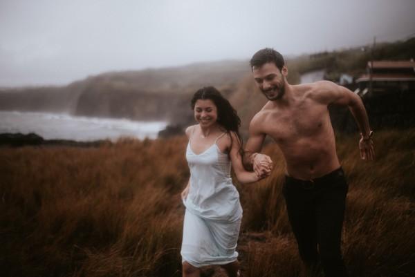 sensual-island-couple-portraits-in-portugal-13