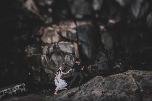 sensual-island-couple-portraits-in-portugal-29