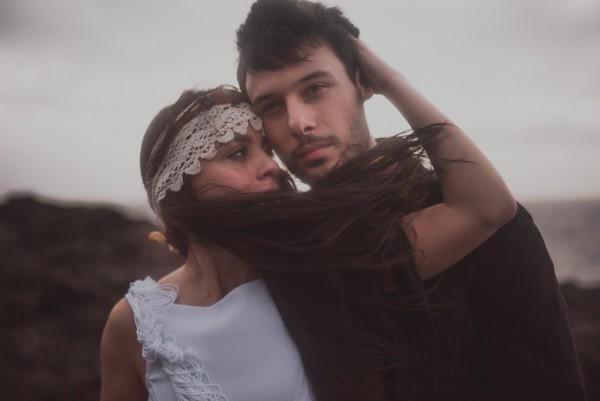 sensual-island-couple-portraits-in-portugal-32