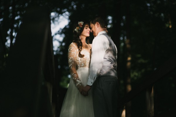 this-couple-diyed-the-heck-out-of-their-dream-wedding-at-mounds-state-park-10
