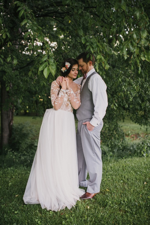 this-couple-diyed-the-heck-out-of-their-dream-wedding-at-mounds-state-park-12