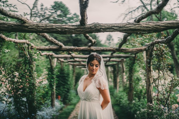 this-wedding-at-the-fox-hollow-is-full-of-elegant-whimsy-17