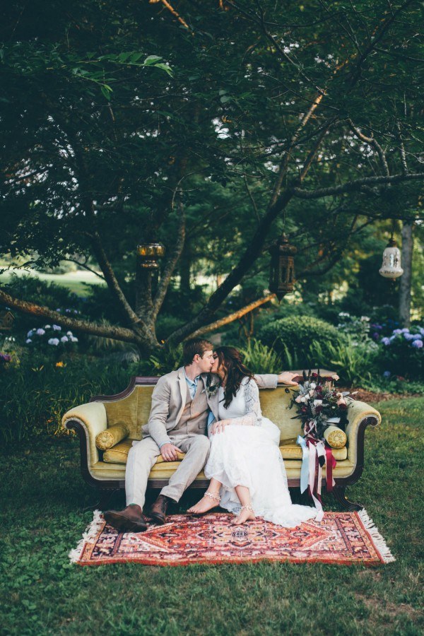 this-wedding-at-the-venue-at-tryphenas-garden-makes-antique-details-feel-totally-new-8