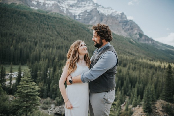 this-well-dressed-couple-in-their-banff-engagement-is-pure-eye-candy-11