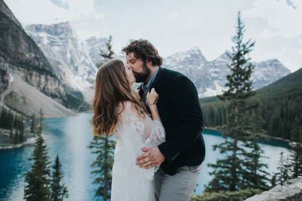 this-well-dressed-couple-in-their-banff-engagement-is-pure-eye-candy-15