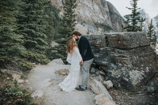 this-well-dressed-couple-in-their-banff-engagement-is-pure-eye-candy-17