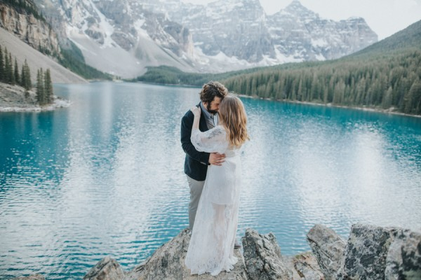 this-well-dressed-couple-in-their-banff-engagement-is-pure-eye-candy-18