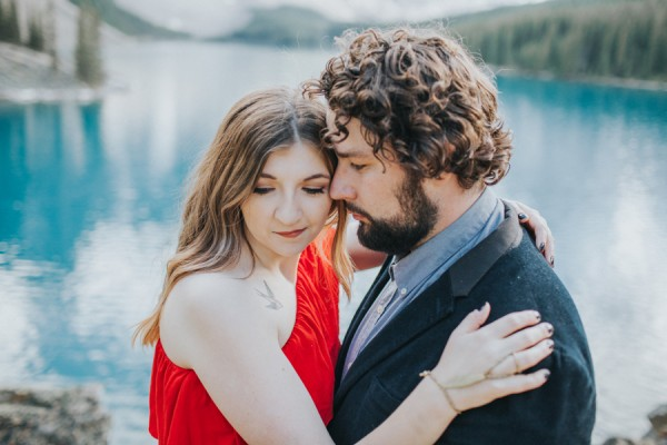 this-well-dressed-couple-in-their-banff-engagement-is-pure-eye-candy-20