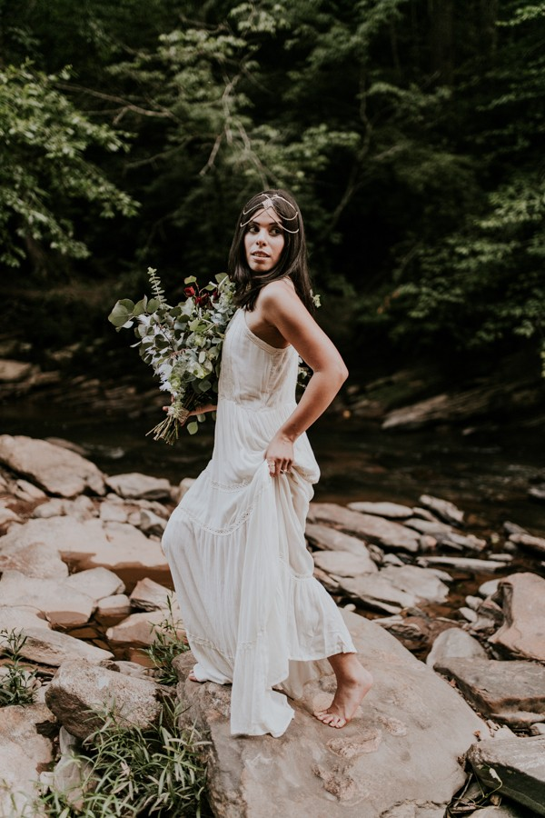 who-knew-bridal-portraits-in-a-creek-could-be-this-gorgeously-ethereal-10