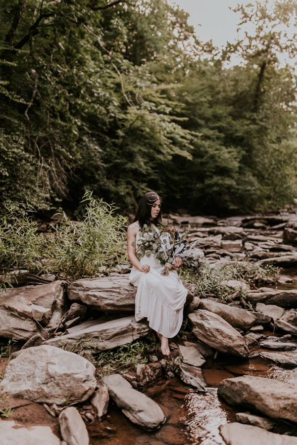 who-knew-bridal-portraits-in-a-creek-could-be-this-gorgeously-ethereal-11