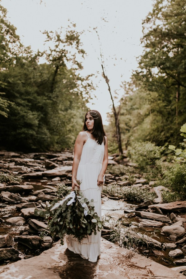 who-knew-bridal-portraits-in-a-creek-could-be-this-gorgeously-ethereal-14
