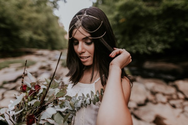 who-knew-bridal-portraits-in-a-creek-could-be-this-gorgeously-ethereal-15