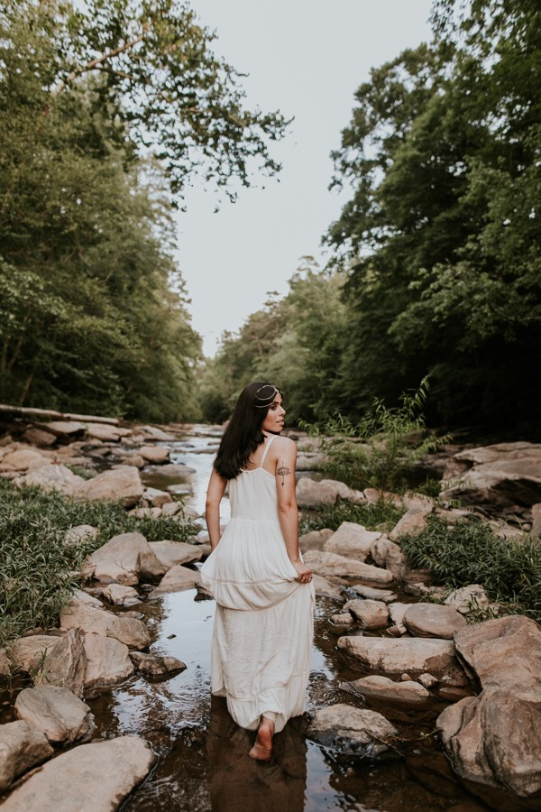 who-knew-bridal-portraits-in-a-creek-could-be-this-gorgeously-ethereal-16