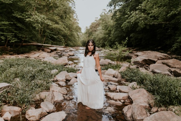 who-knew-bridal-portraits-in-a-creek-could-be-this-gorgeously-ethereal-17