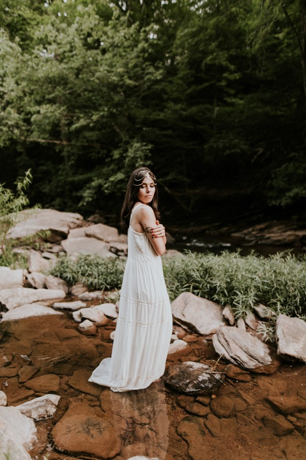 who-knew-bridal-portraits-in-a-creek-could-be-this-gorgeously-ethereal-18