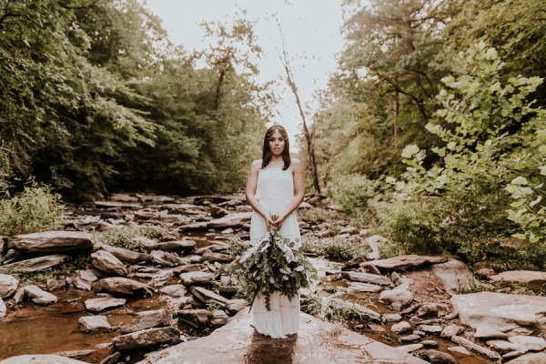 who-knew-bridal-portraits-in-a-creek-could-be-this-gorgeously-ethereal-20