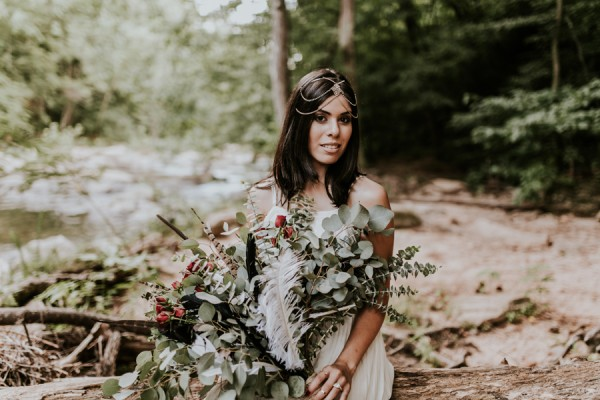 who-knew-bridal-portraits-in-a-creek-could-be-this-gorgeously-ethereal-3
