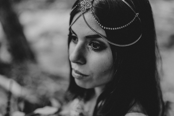 who-knew-bridal-portraits-in-a-creek-could-be-this-gorgeously-ethereal-5