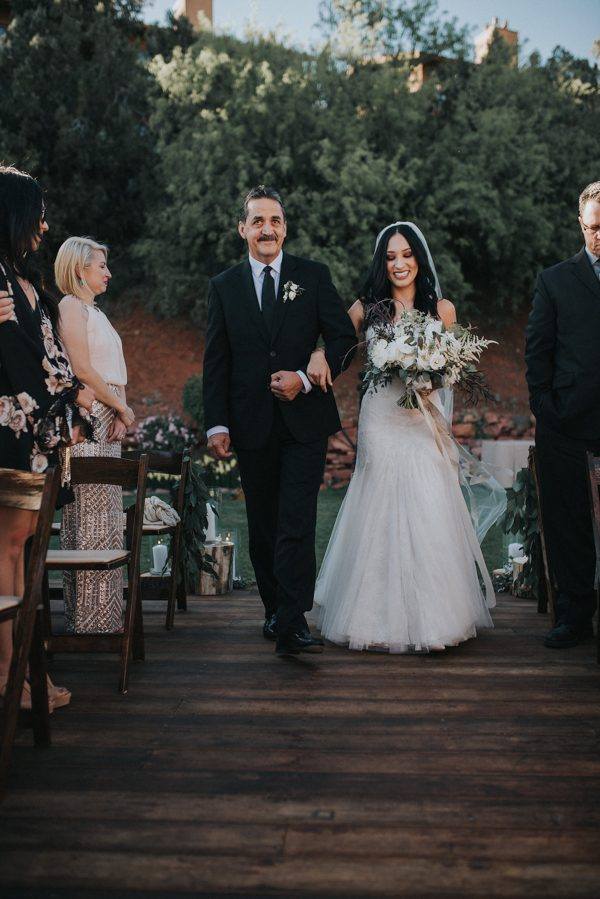 44-guests-celebrated-in-an-organic-candlelit-wedding-at-lauberge-de-sedona-14