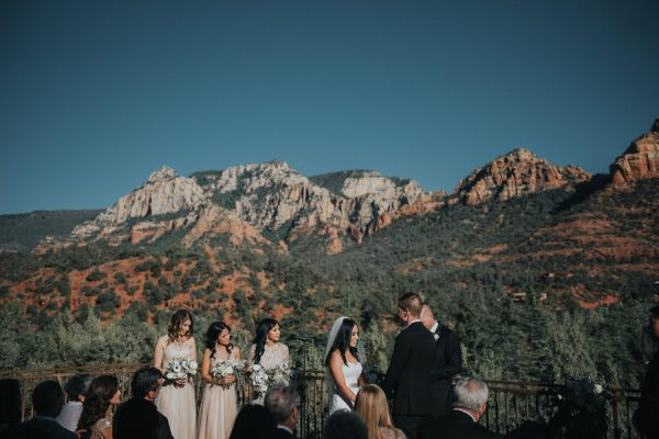 44-guests-celebrated-in-an-organic-candlelit-wedding-at-lauberge-de-sedona-16