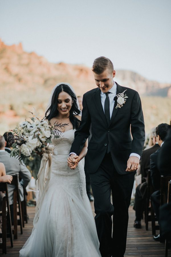 44-guests-celebrated-in-an-organic-candlelit-wedding-at-lauberge-de-sedona-20
