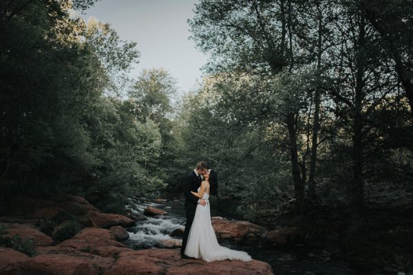 44-guests-celebrated-in-an-organic-candlelit-wedding-at-lauberge-de-sedona-28