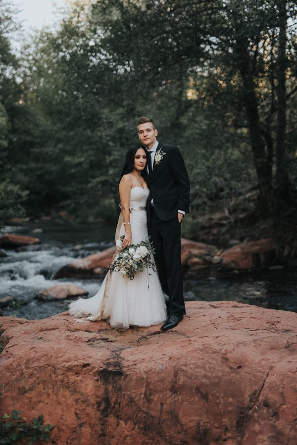 44-guests-celebrated-in-an-organic-candlelit-wedding-at-lauberge-de-sedona-29