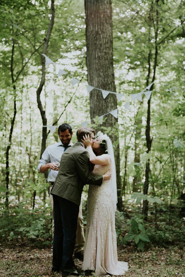 a-folksy-ohio-wedding-at-grandma-and-grandpas-house-11