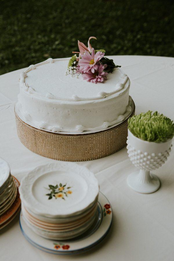 a-folksy-ohio-wedding-at-grandma-and-grandpas-house-19