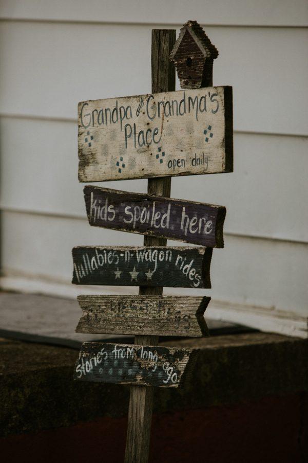 a-folksy-ohio-wedding-at-grandma-and-grandpas-house-27